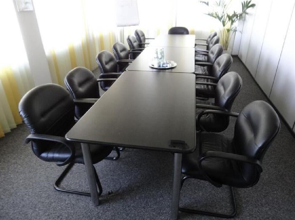 Konferenztisch gebraucht 3 tlg. mit 13 Stühlen4,80 x 1,60 m