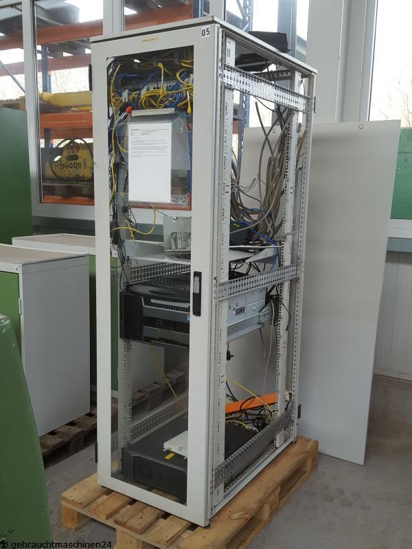 Server im 19 Zoll Rack mit ZubehörPowerEdge T610