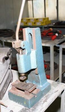 Kniehebelpresse, Werkstattpresse, Handhebelpresse