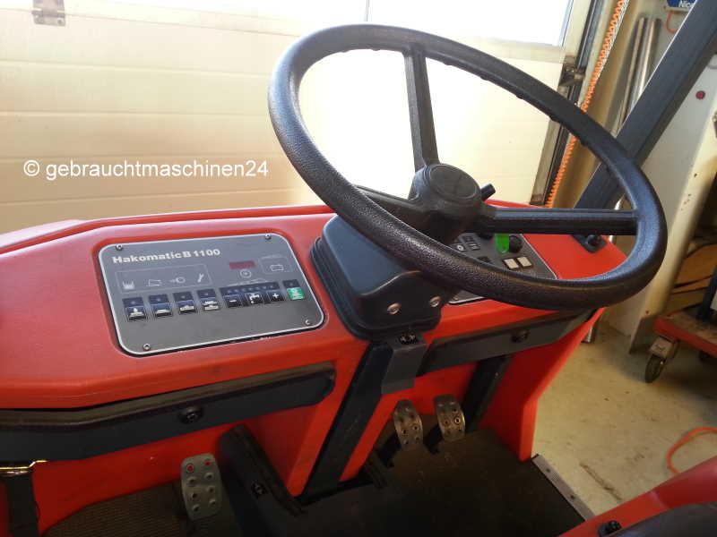 Kehrmaschine und ScheuersaugmaschineHakomatic B 1100
