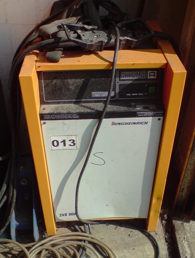 Stapler Batterie Ladegerät 24 V 80 AHAkkumat timetronic